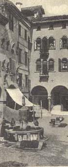 Cartolina di piazza mercato o delle erbe nel 1922